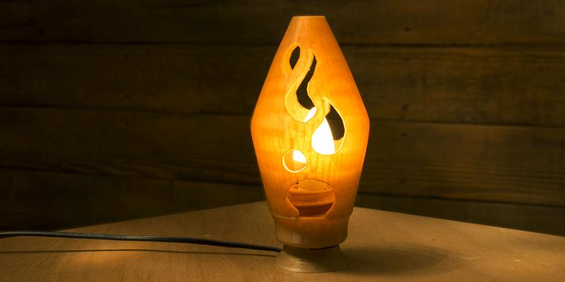 fabrique une lampe imprimé en 3D avec du filament à base de blé. La Boîte A Fil.
